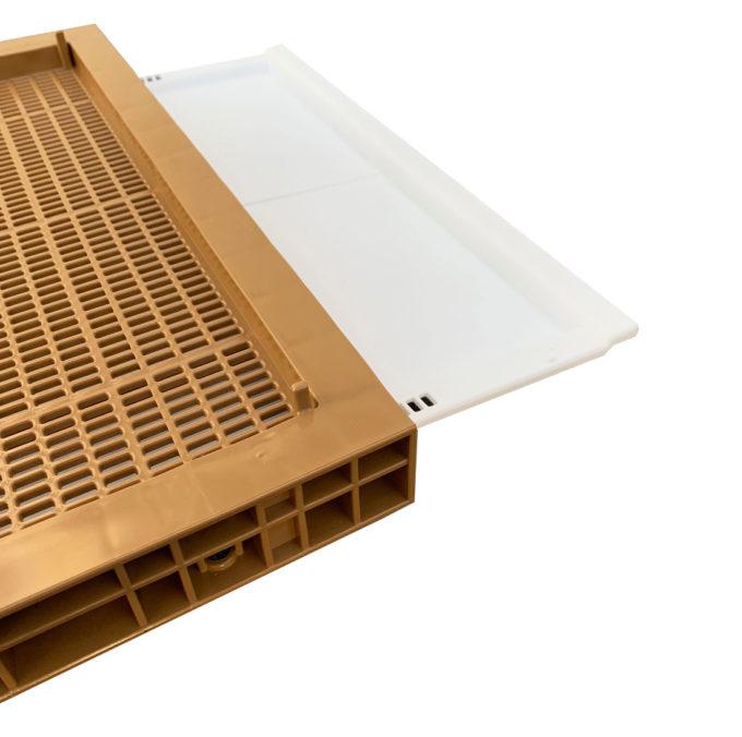 Zander Flachboden aus Kunststoff inklusive Fluglochkeil und Varroaschieber.